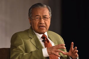 Under Najib, Malays might suffer fate of 'Singapore Malays', Dr M warns